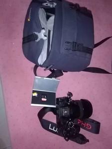 松下 GH4GK+镜头12-35 2.8,送卡2张和单肩包