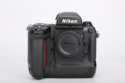 95新二手Nikon尼康 F5 单机 胶片相机 050375津