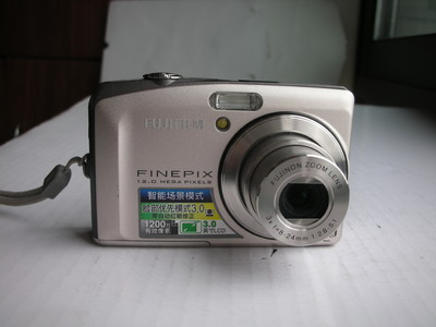 极新富士 F60相机,1200万像素,1.6超级CCD,3吋大屏,光学防抖