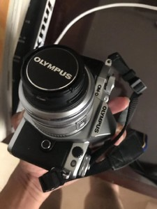 奥林巴斯EM5 II+14-42IIR镜头银色
