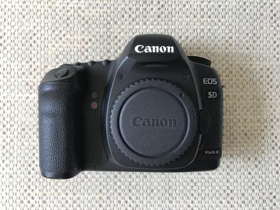 天津学生转让95新佳能 5D Mark II单反相机和BG-E6手柄