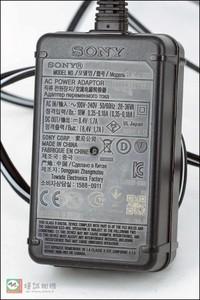 索尼相机/摄像机电源适配器/充电器 AC-L100C  8.4V1.7A