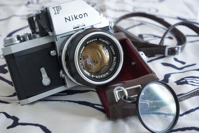 尼康nikon 大F 50/1.4 带原厂皮套遮光罩