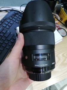 出一支包装齐全的适马 35mm f/1.4 DG HSM Art
