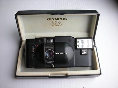 很新奥林巴斯XA经典相机,带原配闪光灯和包装盒,收藏使用