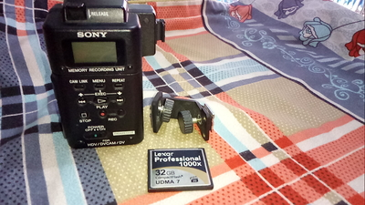转让摄像机专用索尼记录单元 连 32G高速卡 电话 13598620763