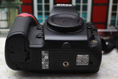 出 尼康D700 全画幅机身 另 带原装手柄