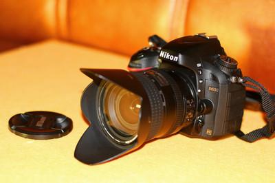 D600机身 24-85镜头一个 三块电池