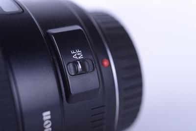 98新 佳能 35/1.4 广角镜头 配件全 镜片无划痕 价