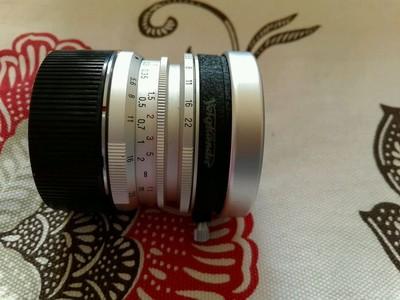 福伦达 12 5.6 L39 一代 旁轴镜头 银色