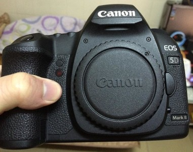 6600元出售个人使用9.8成新佳能5D2单反相机加镜头,有行货发票。