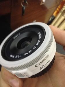 学生党的单反,出售闲置一个40mm的镜头,99新,只试用过