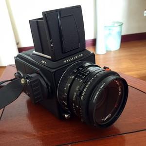 出售95新黑色哈苏501CM,CFE 80mm 镜头, A12 6*6后背,附赠宝丽来后背一个。