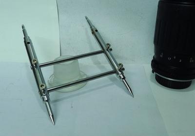 两面用拆镜头前压圈工具(一面是尖的,一面是一字的)全钢制作