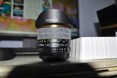 Samyang 8mm f/3.5  定焦、鱼眼、自动测光、尼康口