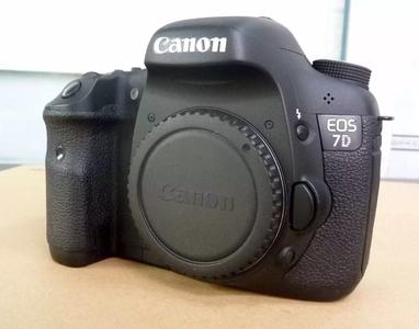 EOS7D一台和胖白70-300还有17-40镜头两个