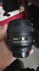 尼康 85mm f/1.8G和腾龙90微。