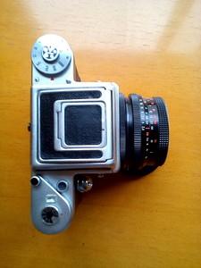 潘太康120相机一套、东蔡司广角镜头一枚、EPSON底片扫描仪。
