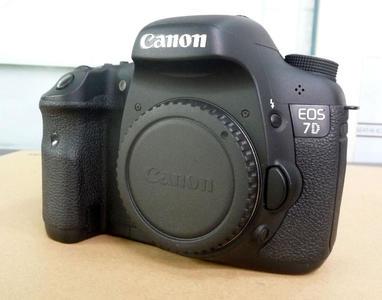 佳能单反相机 7D