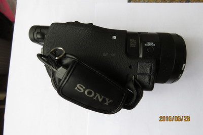 索尼 FDR-AX100E
