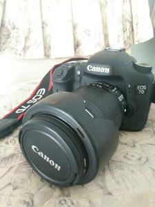 佳能7D行货,98新,,带18-135mm镜头,送闪光灯,摄影包。
