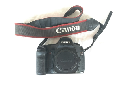 出自用闲置佳能 5D相机,送原装手柄、存储卡