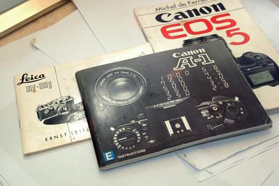 一堆收藏级的小册子,徕卡IIIF、佳能A-1和佳能EOS5法