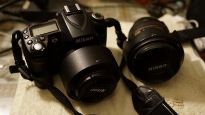 自用 尼康D90 + 变焦镜头16-85/3.5-5.6 + 定头50/1.4G 恒定光圈 人像最佳