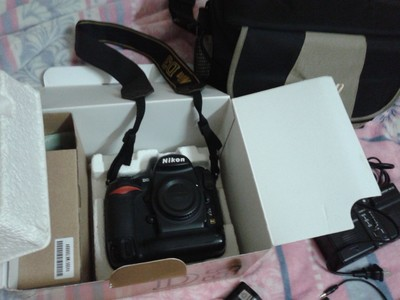 尼康 D3机身、CF卡、2原装电池、原装充电器、原装眼罩、包装盒