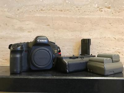 佳能 老5D(一代经典)配原装手柄,配原厂双电,充电器。