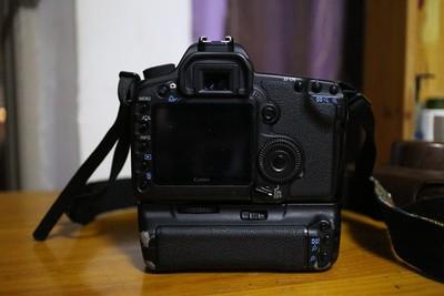 佳能 5D Mark II+佳能原装手柄打包¥4500