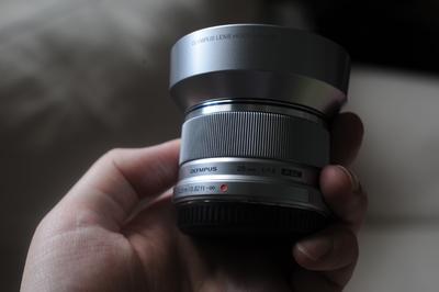 奥林巴斯 M.ZUIKO DIGITAL 25mm f/1.8 (银色)