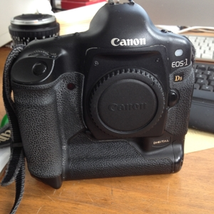 Canon 1DsIII机身廉让!