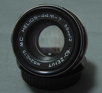 佳能口 Zenit(泽尼特)58mm F2.0 旋焦镜头
