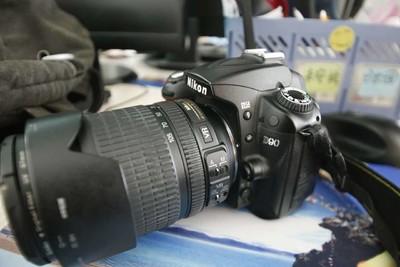 尼康 D90  快门5200次  尼克尔镜头18-105