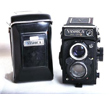 经典双反 YASHICA Mat-124G 带原装皮套和UV #jp17446