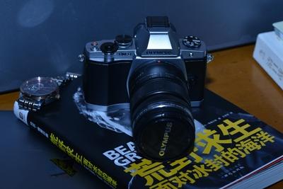 几乎全新国行奥林巴斯经典微单E-M5一代机身+12-50mm镜头 带发票