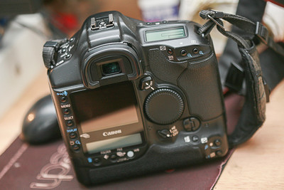 佳能 EOS-1D Mark II N
