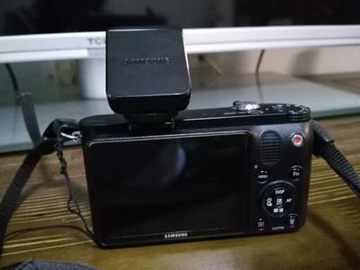 出自用 Samsung NX1000黑色微单+20-50mm镜头,送闪光灯,相机套
